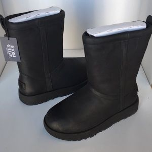 ❤️New Ugg Classic Black Leather short boots sz 8.5